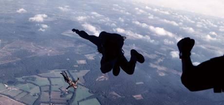 Veteraan Les Fuller springt na 75 jaar weer op de Ginkelse heide