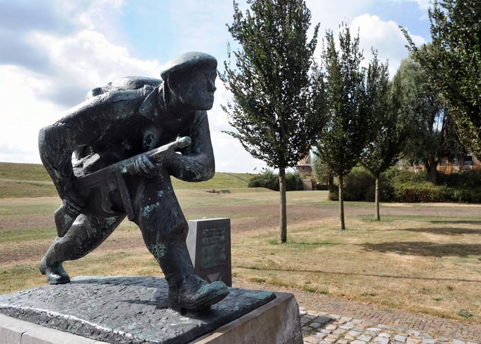 Het monument aan de Commandoweg in Vlissingen, waar Engelse bevrijders landden. foto Ruben Oreel