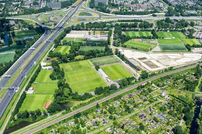 Luchtfoto's boven sportpark Harga.