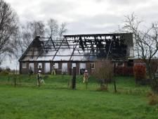 Buurtschap Hamingen op kerstochtend opnieuw getroffen door brand, maar 'asbest wappert gunstige kant op'