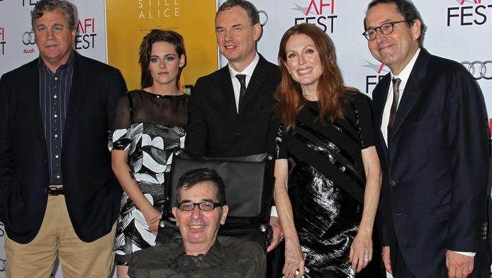 De cast van Still Alice, met regisseur Richard Glazer (onder) en hoofdrolspeelster Julianne Moore (tweede van rechts).