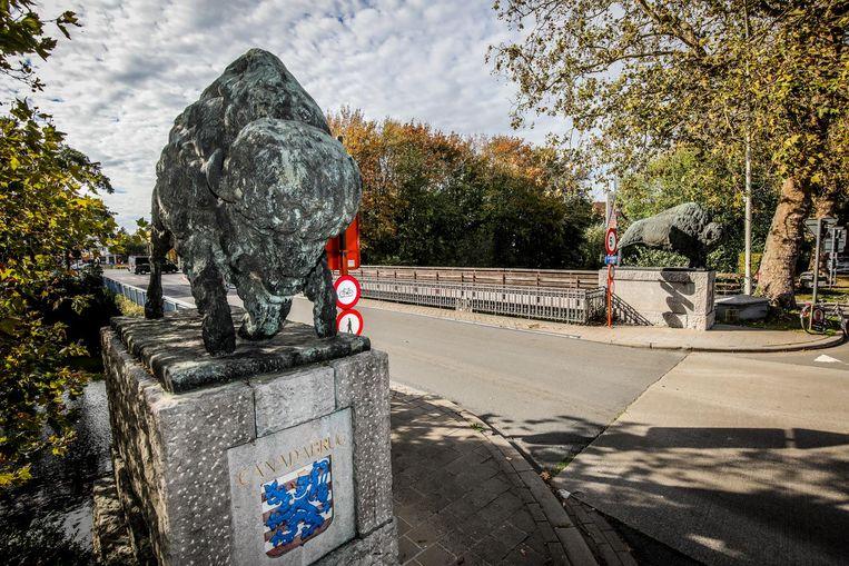 De Canadabrug of 'buffelbrug', met eigenlijk bizonbeelden, krijgt een broodnodige opknapbeurt.