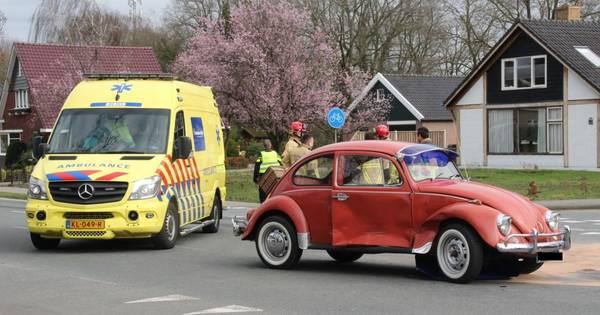 Oldtimer betrokken bij ongeluk in Holten, persoon gewond naar ziekenhuis.