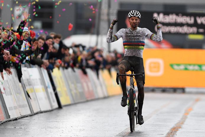 Mathieu van der Poel wint in Hoogstraten