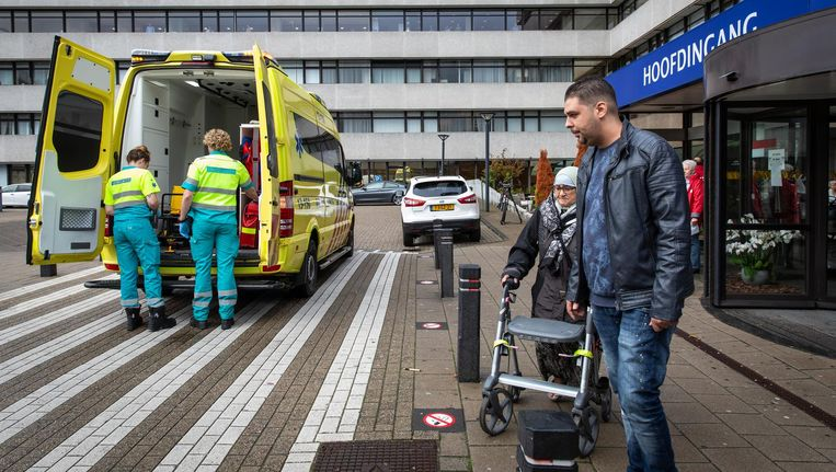 De afgelopen dagen werden alle zeilen bijgezet om patiënten over te brengen naar ziekenhuizen in de omgeving. Beeld Dingena Mol