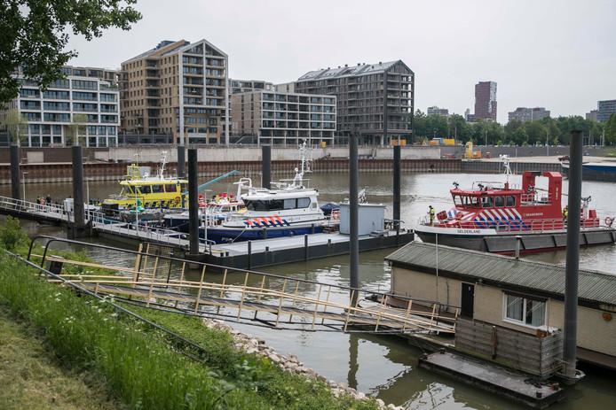 Het lichaam is naar de haven van Nijmegen gebracht.