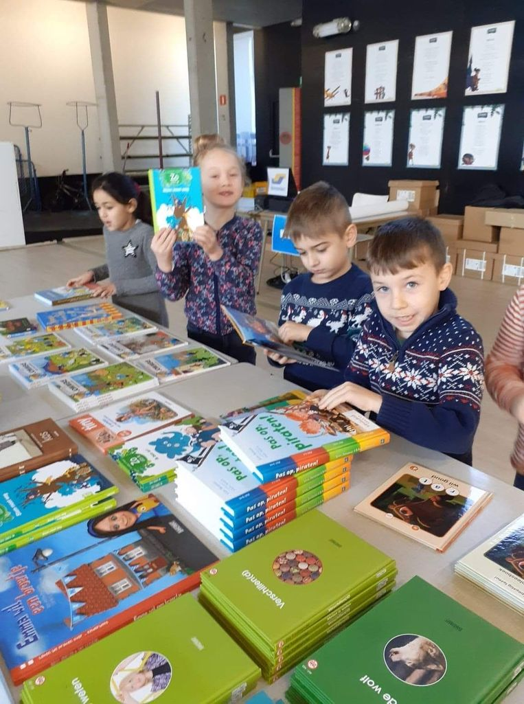 De school organiseerde een boekenbeurs.