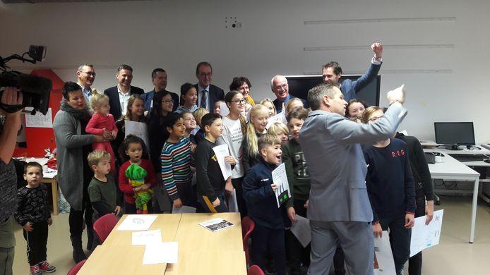 Presentatie afgelopen maandag van 'Samen aan de slag voor een beter en sterker Zeeuws-Vlaanderen' in basisschool De Statie in Sas van Gent.