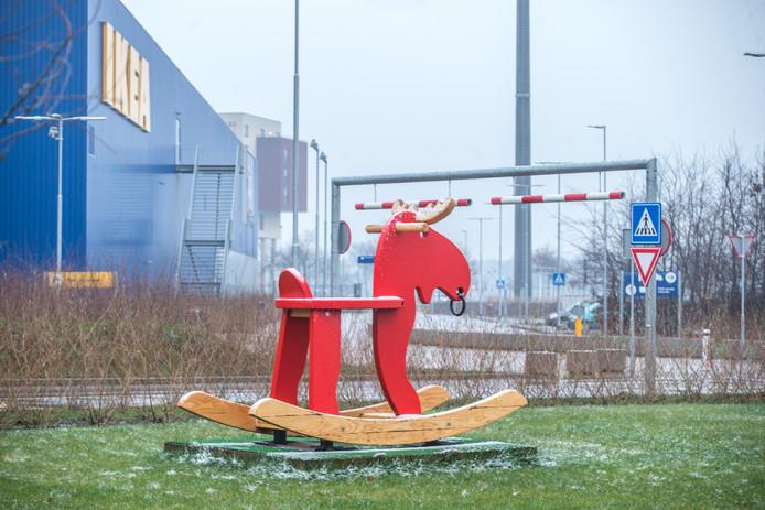 De enorme hobbeleland staat weer op de plek naast de Ikea in Zwolle.