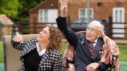 Oorlogsveteraan Tom Moore op zijn 100ste verjaardag bevorderd tot kolonel