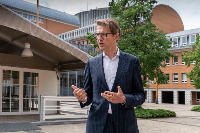 Minister Sander Dekker voor Rechtsbescherming bij het Paleis voor Justitie in Den Bosch