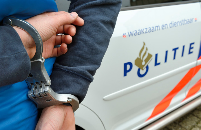 politie stock aanhouding arrestant handboeien