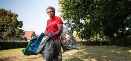 Soms wordt de rotzooi in Enschede zelfs Pierre Ruijter (71) te veel: 'Hier word ik moedeloos van'