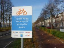 Tweede fietspad van gerecycled plastic komt langs N334 in Giethoorn