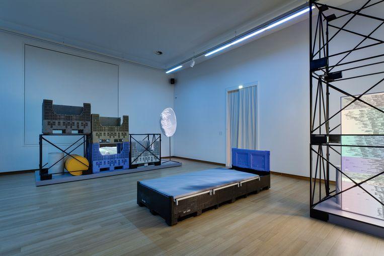 Femke Herregraven, Diving Reflex (Because We Learned Not to Drown, We Can Sing), multimedia-installatie, 2019. Beeld Daniel Nicolas