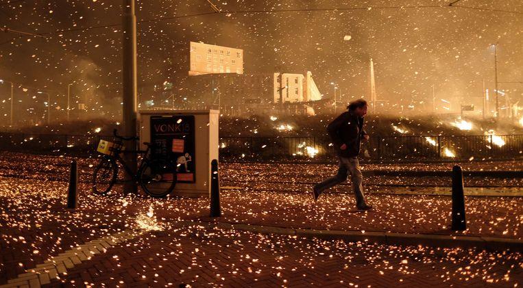 De vonkenregen in Scheveningen tijdens Oudejaarsnacht. Beeld Eric Brinkhorst/Nederlandse Freelancers