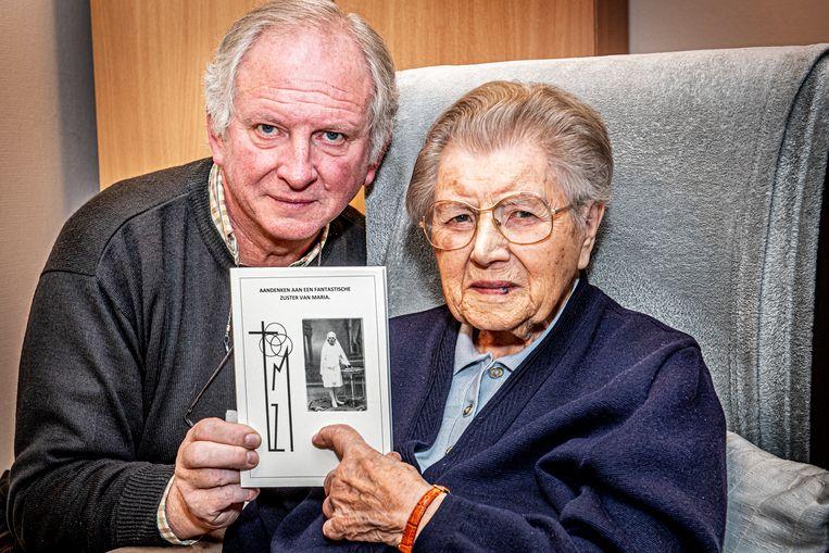 De 100-jarige kloosterzuster Godelieve Missiaen en haar neef Jean-Pierre Mistiaen, die het boek schreef.