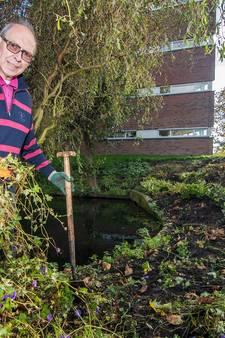 IJverige Utrechter (74) redt in allerijl zijn plantjes van de shovel