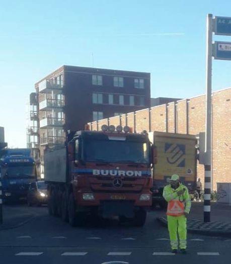 Verkeerschaos in Bergen op Zoom: vrachtwagens rijden zich klem