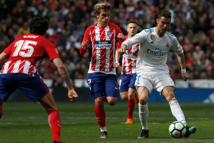 April vorig jaar: de laatste keer dat Ronaldo tegen Atlético Madrid speelde werd het 1-1. Antoine Griezmann achtervolgt hier Cristiano Ronaldo. Beiden scoorden eenmaal. Vanavond treffen de sterspelers elkaar opnieuw.
