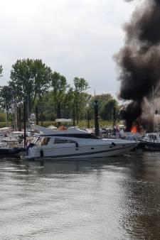 Dode bij brand in jachthaven Wageningen
