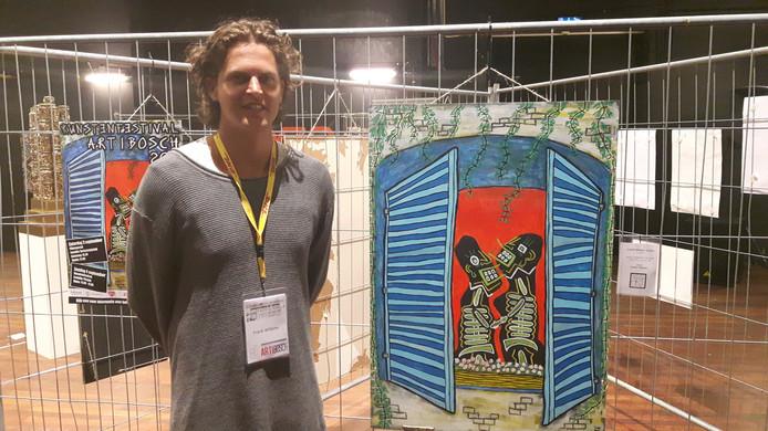 Frank Willems tussen de poster (links) en het schilderij 'French Windowlovers' voor ArtiBosch 2016.