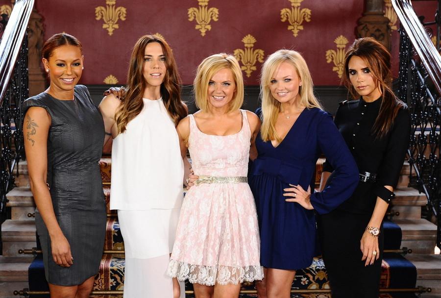 De Spice Girls, van links naar rechts Mel B, Mel C, Geri, Emma en Victoria
