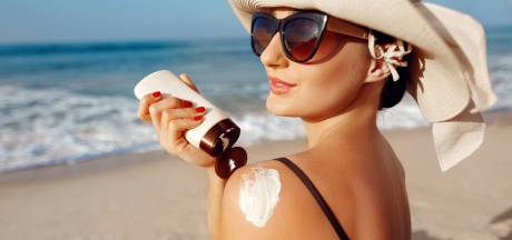 Zonnebrandcrème komt ook ín je lichaam terecht: zo gevaarlijk is dat<br>