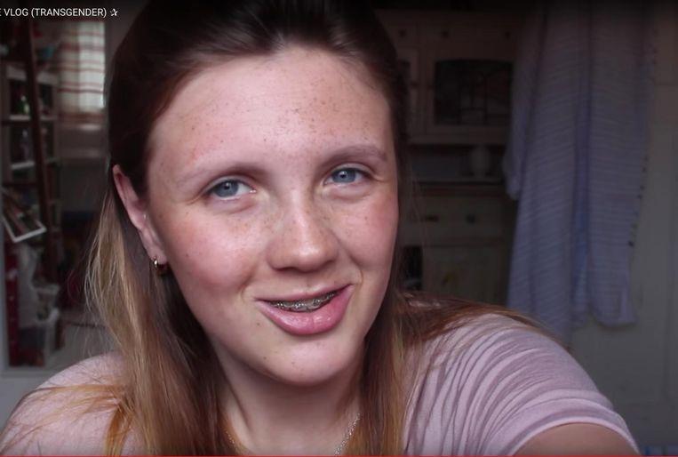 Tess (4200 volgers) vlogte wekelijks over haar transitieproces en blijft haar dagelijkse ervaringen delen op YouTube. Beeld Stills Youtube