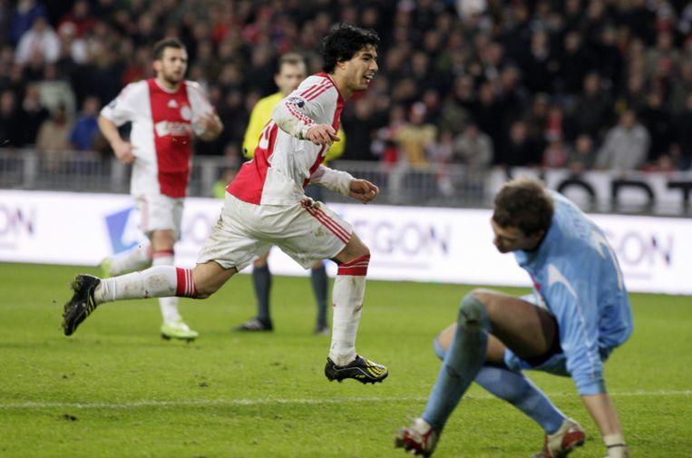 Suarez maakt de 2-2 uit een penalty. Foto ANP/Olaf Kraak Beeld