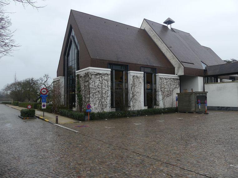 De parking aan het gemeentehuis van Sint-Martens-Latem sluit voorlopig enkel in het weekend.