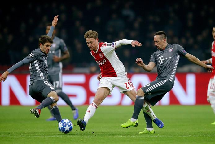 De Spaanse media zijn uitermate benieuwd naar Frenkie de Jong, die tegen Bayern München geregeld ongrijpbaar bleek.