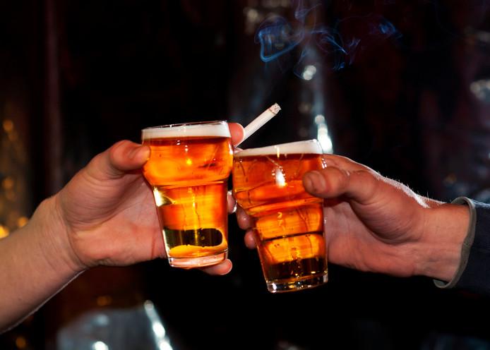 Feestpaleis De Drie Vuisten beschikt volgens de gemeente niet over de juiste papieren om biertjes te tappen (foto ter illustratie).