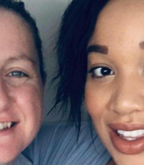 Un couple de lesbiennes devient le premier au monde à porter un bébé dans deux utérus