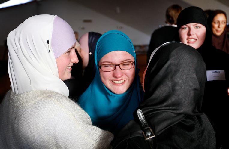 Op de nationale bekeerlingendag delen pas bekeerde moslims en andere belangstellenden hun ervaringen. Beeld ANP