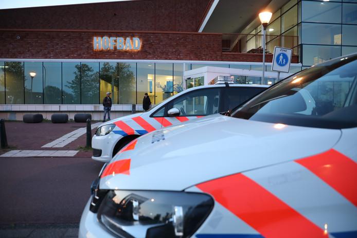 Er is vanavond een grote vechtpartij uitgebroken bij het Hofbad in Ypenburg