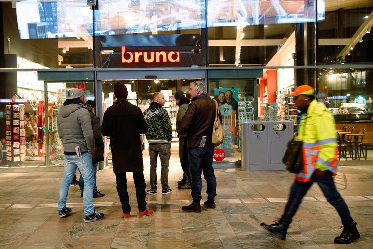 Een filiaal van Bruna op station Rotterdam Centraal. Beeld ANP