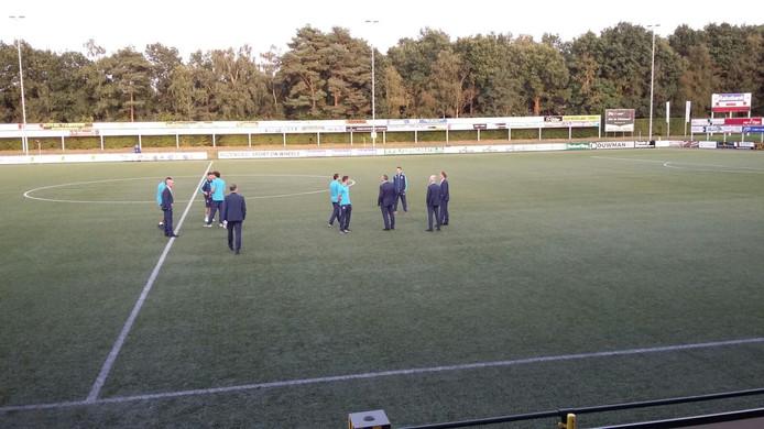 PEC Zwolle betreedt het veld. Foto: Dennis Arentsen
