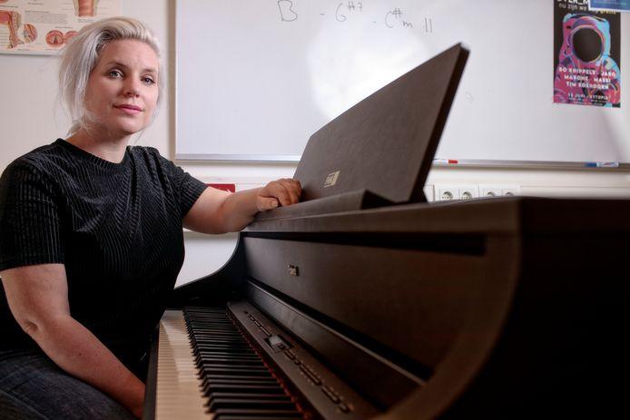 Tilburg, Nina June,vocal-coach van Duncan op de Rockacademie