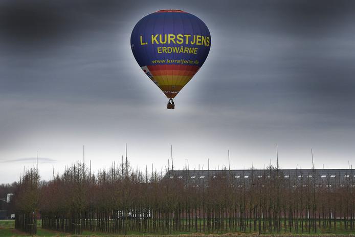 Piloot Leon Kurstjens is opgestegen in Drachten voor een lange afstands vlucht.