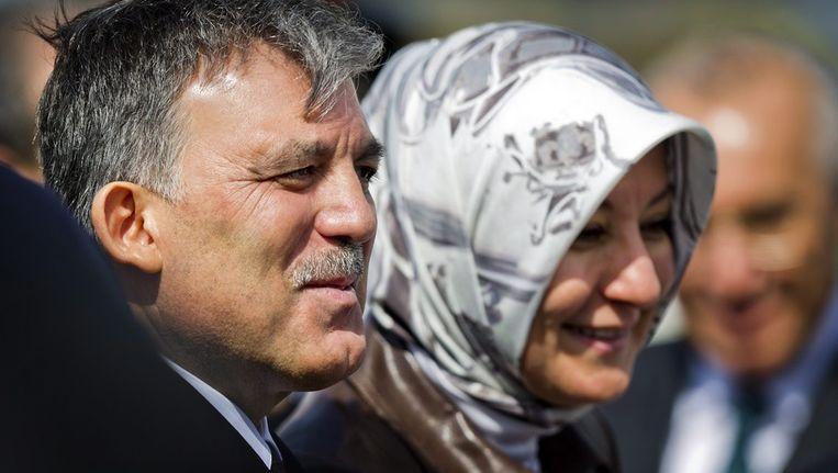 Abdullah Gül en zijn vrouw Hayrunissa, vandaag op Schiphol. Beeld epa