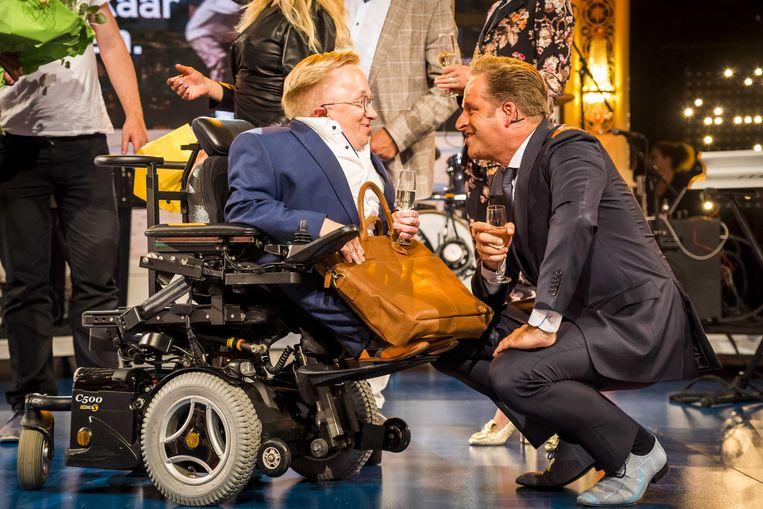 Rick Brink, de 'minister van gehandicaptenzaken' met Hugo de Jonge, minister van volksgezondheid. Beeld ANP