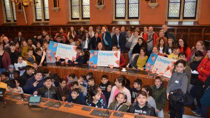 Gentse scholen vullen 155 vuilniszakken met zwerfvuil voor Rode Neuzendag