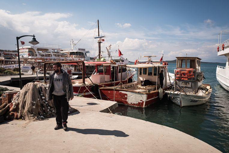 Soms overnachten booteigenaren op hun scheepjes uit angst dat ze gestolen worden door smokkelaars of migranten. Beeld Nicola Zolin