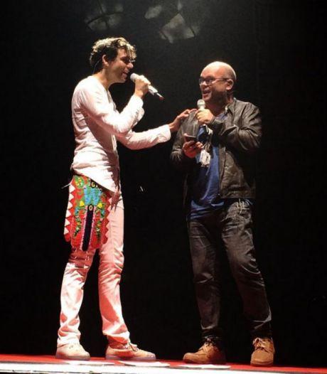 Mika neemt wraak op Paul de Leeuw met verrassingsduet