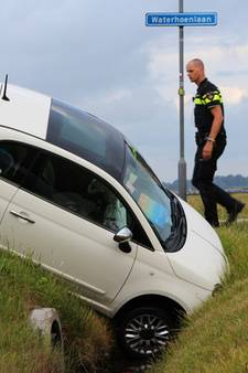 Auto in de sloot in Kamperland