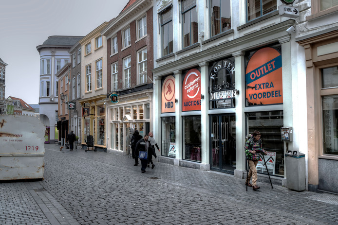 Het voormalige pand van Koster in de Fortuinstraat wordt nu een fietsenstalling.