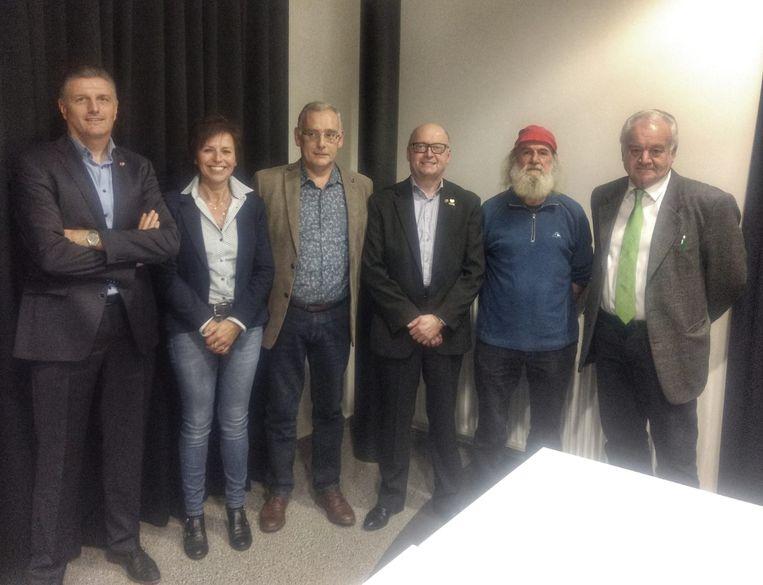 Het nieuwe schepencollege: Jacky Umans, Marie-José Cuyvers, Rik Rijcken, Roger Mertens, Bèr van de Schans en Jef Plas