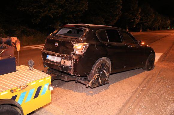 De BMW raakte zwaar beschadigd en moest getakeld worden.