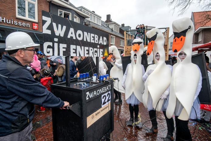 Nog meer deelnemers aan de optocht in Huissen.